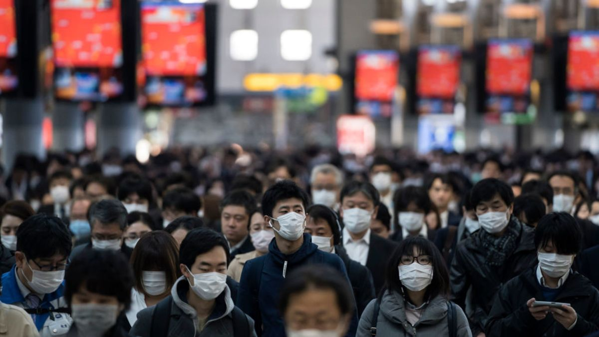 """Replying to @Kotaku: Japanese TV Introduces """"Mask Manners"""""""