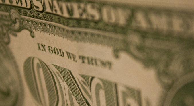 Dólar sobe ante real com riscos domésticos no radar