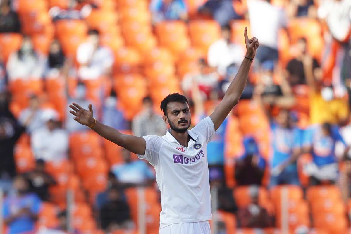 What a terrific bowling on display!  The spinners are turning everything into gold!! 10 wickets for @akshar2026 while @ashwinravi99 completes 400 Test wickets.  Hope not many people have bought tickets for 4th & 5th day  #INDvENG