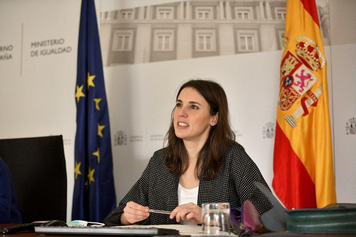 Hoy nos hemos reunido con @helenadalli, comisaria europea de Igualdad, quien ha felicitado a España por sumarse a la Estrategia Europea LGTBI, con las leyes LGTBI y Trans. Trabajamos para seguir siendo vanguardia en la defensa de la igualdad y los derechos humanos.