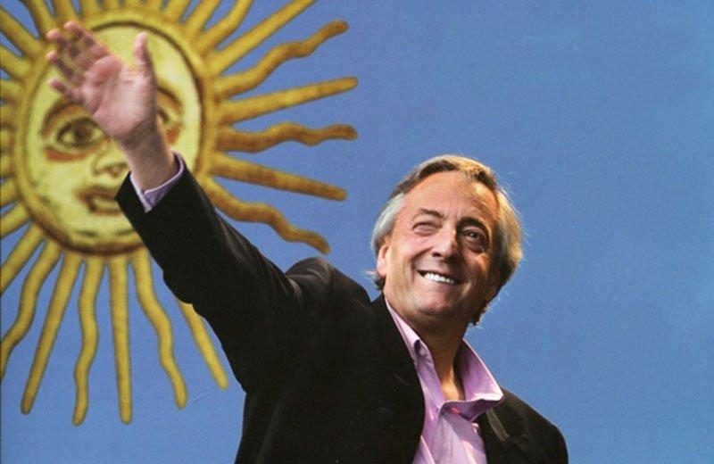 """""""Tengan en claro que cuando nos atacan, nos atacan no por las cosas que hicimos mal o las que no hicimos todavía, nos atacan por las cosas que hicimos bien, no nos perdonan haber devuelto el principio de justicia en la Argentina y haber terminado con la impunidad"""" Néstor Kirchner"""