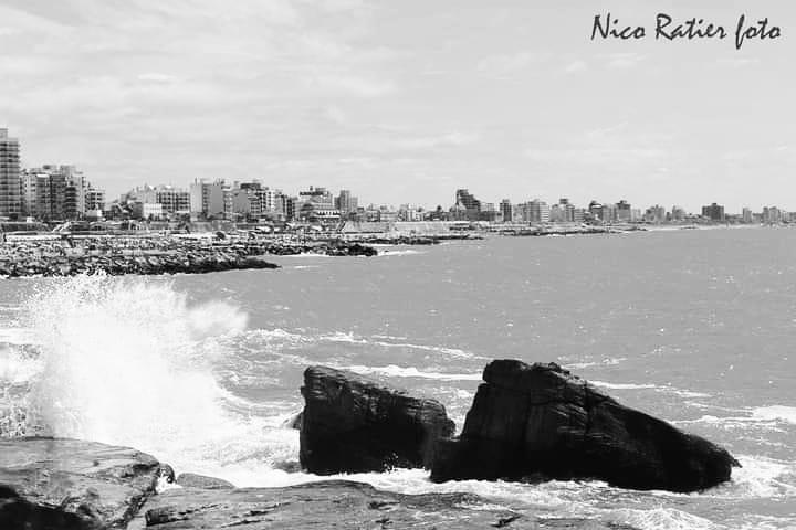 #playa #beach #mar #sea #landscape #paisaje #paysage #Argentina #photo #photography #foto #fotografia #picture #plage #mer #fotografie #MardelPlata #ciudad #city #ville #nubes #clouds #nuages #building #batiment #edificios #blancoynegro #blackandwhite #blancetnoir