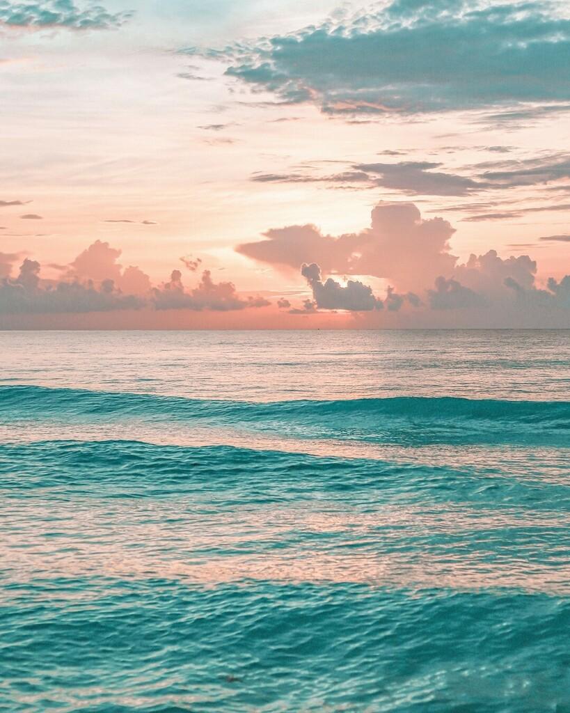 Cuando pienses en relajación, imagina este lugar 🍃 #ExperienciaSeadust ~ When you think of relaxation, imagine this place 🍃 #SeadustExperience.  Book now in our link-bio! 😎💙 . . . . #seadustcancun #cancun #sealovers #beach #beachvibes #travel #allinc…