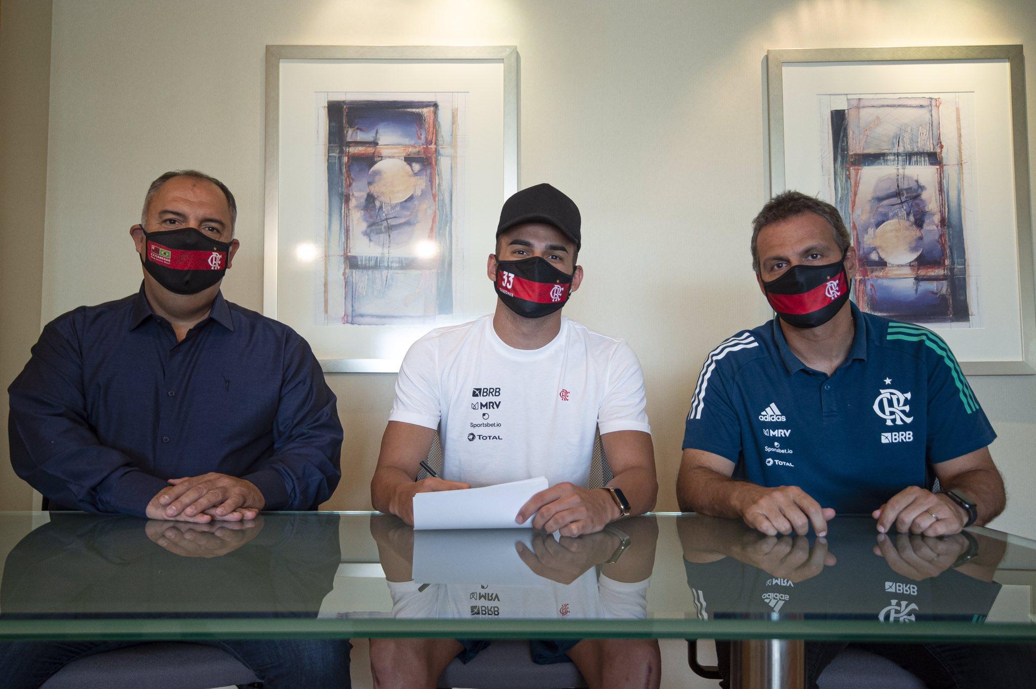 Thiago Maia renova com Flamengo