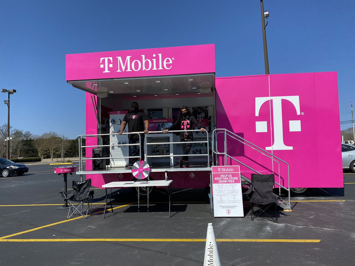 Happy Thursday Trussville! We are here on Main St. enjoying this amazing weather! ☀️☀️ Stop by the Winn Dixie parking lot and snag some amazing deals with us! #TMobileGoesLocal #thursdayvibes #5G