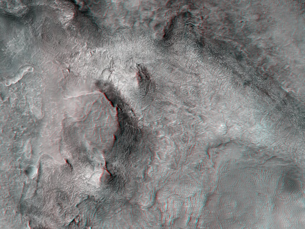 Hi3D: Surface Features in Hellas Planitia The objective of this observation is to examine an odd surface with many lines. There are some layers visible in the image as well. bit.ly/hi3d-25-feb-21 #Mars #science