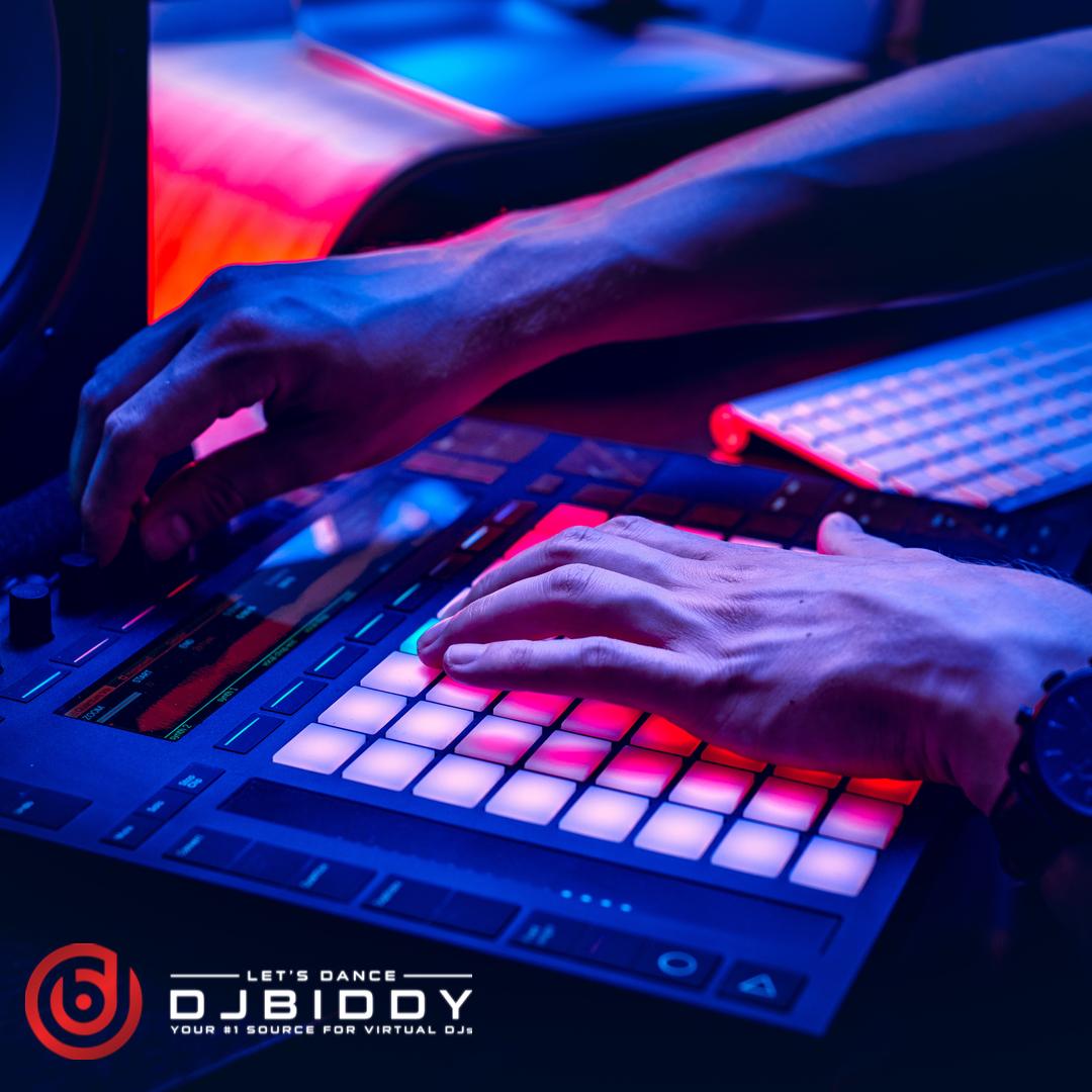 Mixing precision!  #djmix #djgear #djset #djmusic #djlive #djculture #music #musician #djstream #party #musicgig #musiclove #djconnect #djbiddy #letsdance