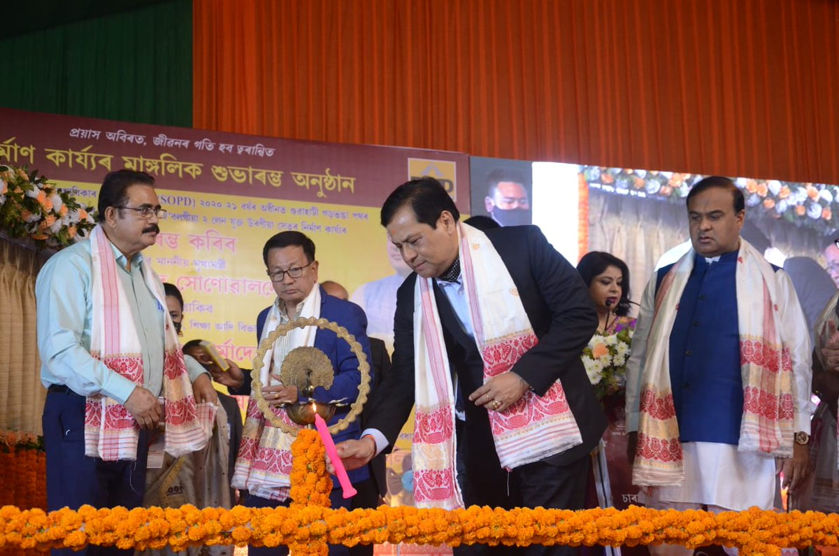 Taking another step towards easing traffic congestion in Guwahati, CM Shri @sarbanandsonwal laid the foundation stone of the two-lane flyover at Sarab Bhatti. The 790 meter long flyover will be built at the cost of Rs. 149.07 crore under SOPD.
