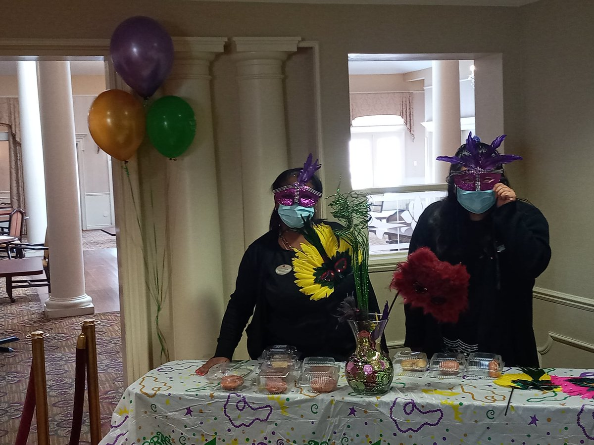 Our team put on some Mardi Gras masks and served paczkis at Waltonwood Twelve Oaks. Bringing Mardi Gras to our residents and staff on these cold days warmed our hearts.  #MardiGras #FatTuesday #Waltonwood #SeniorLiving #ResidentCare