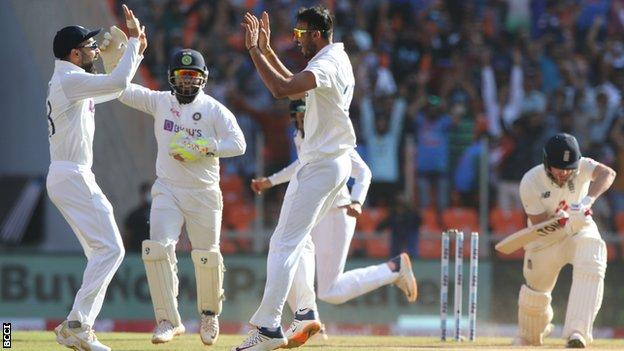 India v England: How day two of the third Test played out on social media Photo