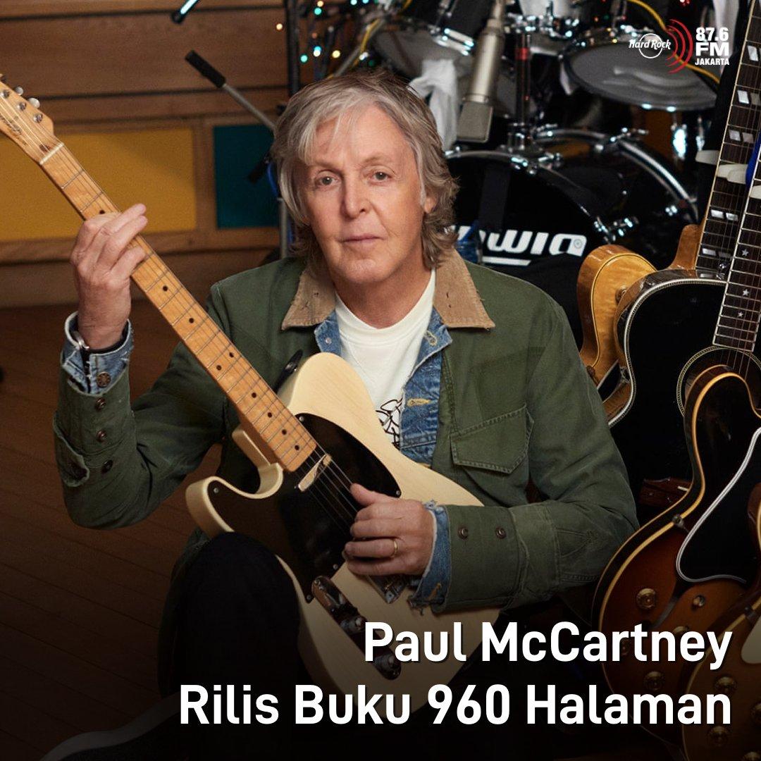 """#HRFMNews Paul McCartney rilis buku 960 halaman!  Diberi judul """"The Lyrics : 1956 to the Present"""", buku ini bisa dibilang mirip dengan biografi. Dengan buku ini, McCartney berharap pembaca bisa melihat sisi kehidupannya yang belum pernah terungkap lewat lagu-lagu yang ia tulis."""