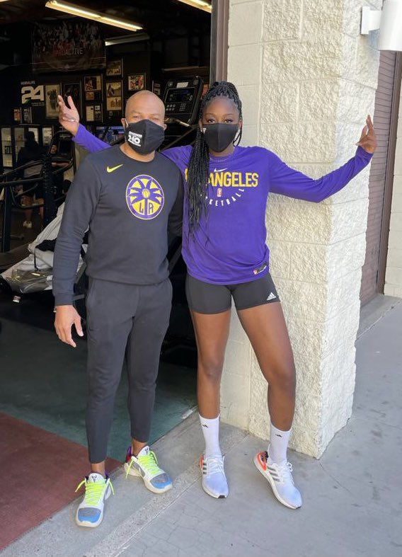 Replying to @chiney: breaking my own basketball news ✨💜 go spaaarrkksss!!!