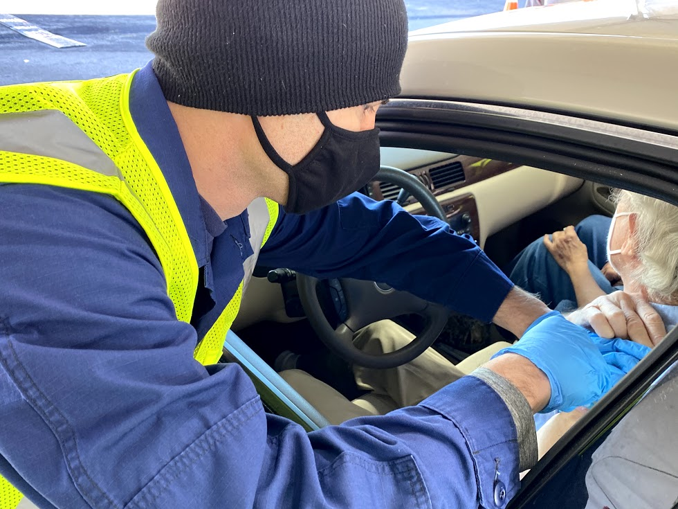 As America's Health Responders, Public Health Service officers are committed to protecting the nation's health. In Delaware, officers are working with @fema and the state to vaccinate community members. #COVID19Vaccine @usphscc