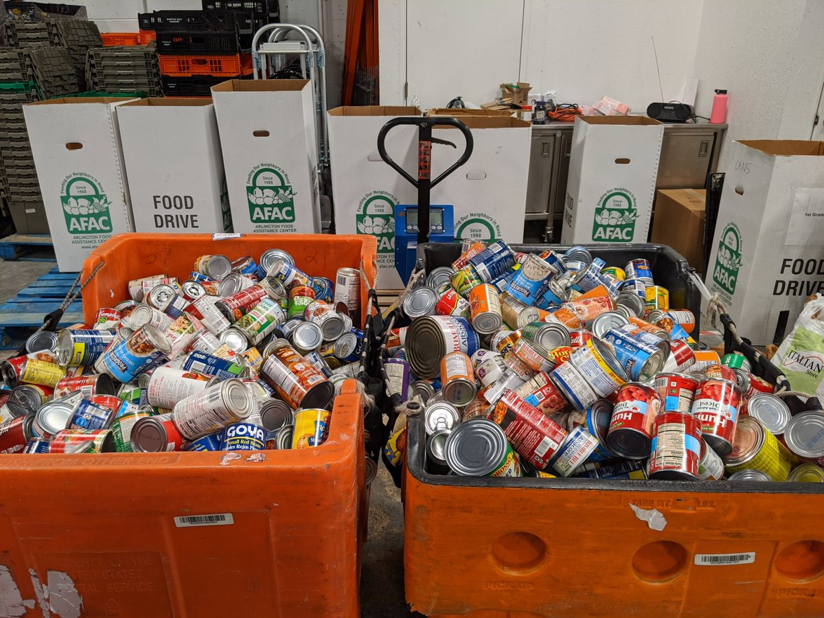 Can you help your neighbors by dropping off canned food for an AFAC food drive Feb 27-28 at 1 of 12 Arlington community centers? Soup, tuna, cooking oil. Details: <a target='_blank' href='https://t.co/N3mdzuSRzp'>https://t.co/N3mdzuSRzp</a> Collection boxes will be outside AMCC, TJ and other centers all day. <a target='_blank' href='http://twitter.com/arlparksrec'>@arlparksrec</a> <a target='_blank' href='http://search.twitter.com/search?q=FoodDrive'><a target='_blank' href='https://twitter.com/hashtag/FoodDrive?src=hash'>#FoodDrive</a></a> <a target='_blank' href='https://t.co/gK19TW6LB7'>https://t.co/gK19TW6LB7</a>