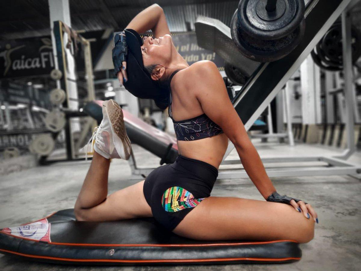 """""""Créelo y sucederá""""  #gym #arnoldgym #Entrenamiento #deporte #fit #fitgirls #estiramiento #mujeresfuertes #treninferior"""