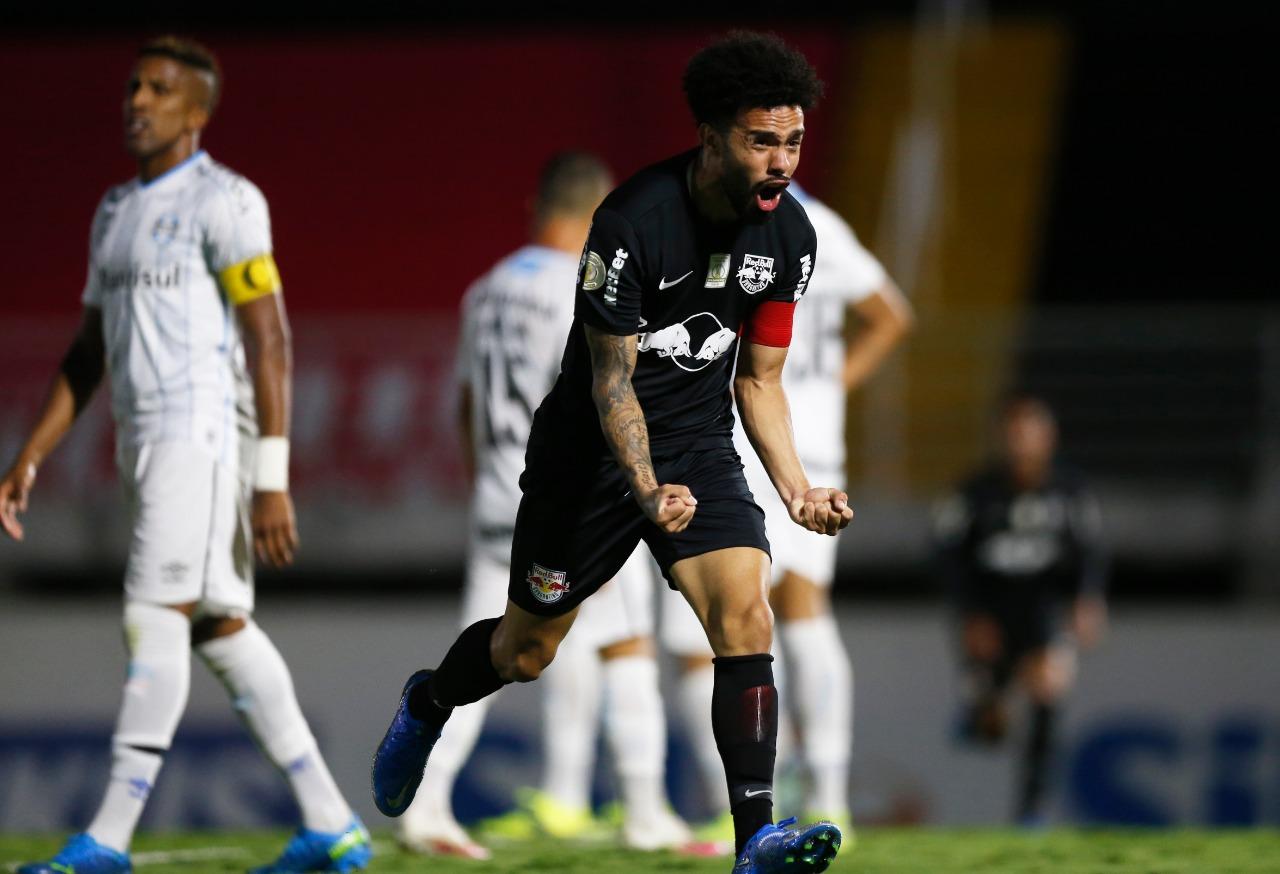 Claudinho, do RB Bragantino, comemorando gol contra o Grêmio