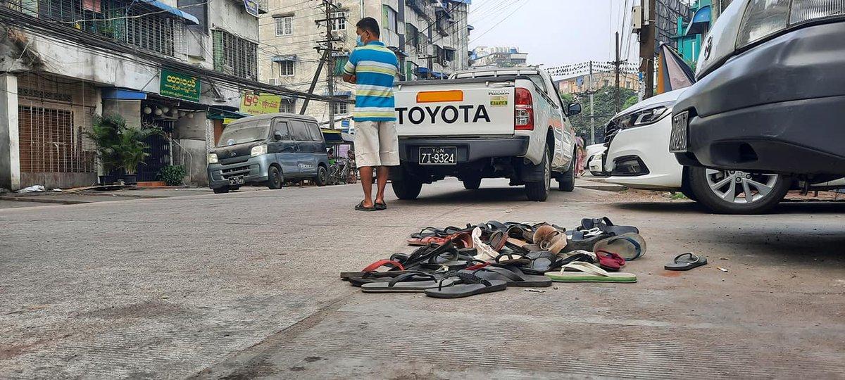 RT Khit Thit Media  တာမွေတွင် စစ်တပ်နှင့်ရဲ၏ အကြမ်းဖက်မှုကို ပြနေသော လူထု ကျန်ရစ်ခဲ့သော ဖိနပ်များ ရန်ကုန်၊ ဖေဖော်ဝါရီ ၂၆ https://t.co/aTv0a1t0KF
