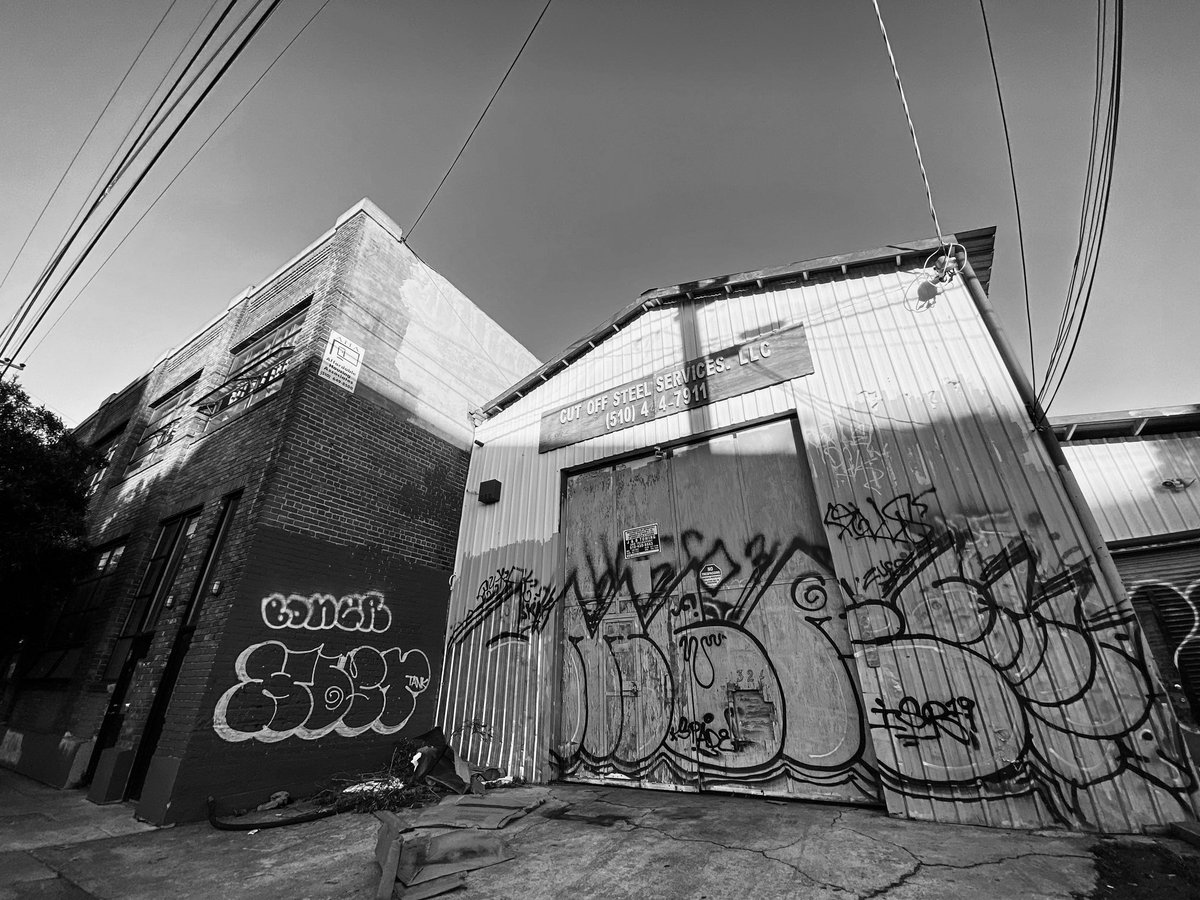 #BlackandWhite #composition in #WestOakland ; It was actually sunset and I wrestled between posting these or the color edits 😍 ; #shotbybren