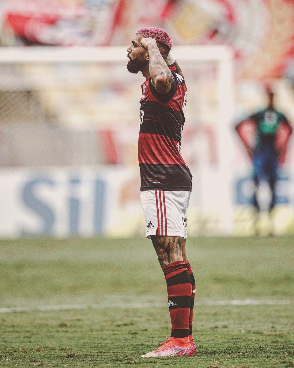 """Replying to @futtmais: """"Brasil é vermelho e preto mais uma vez.""""  - Gabigol"""