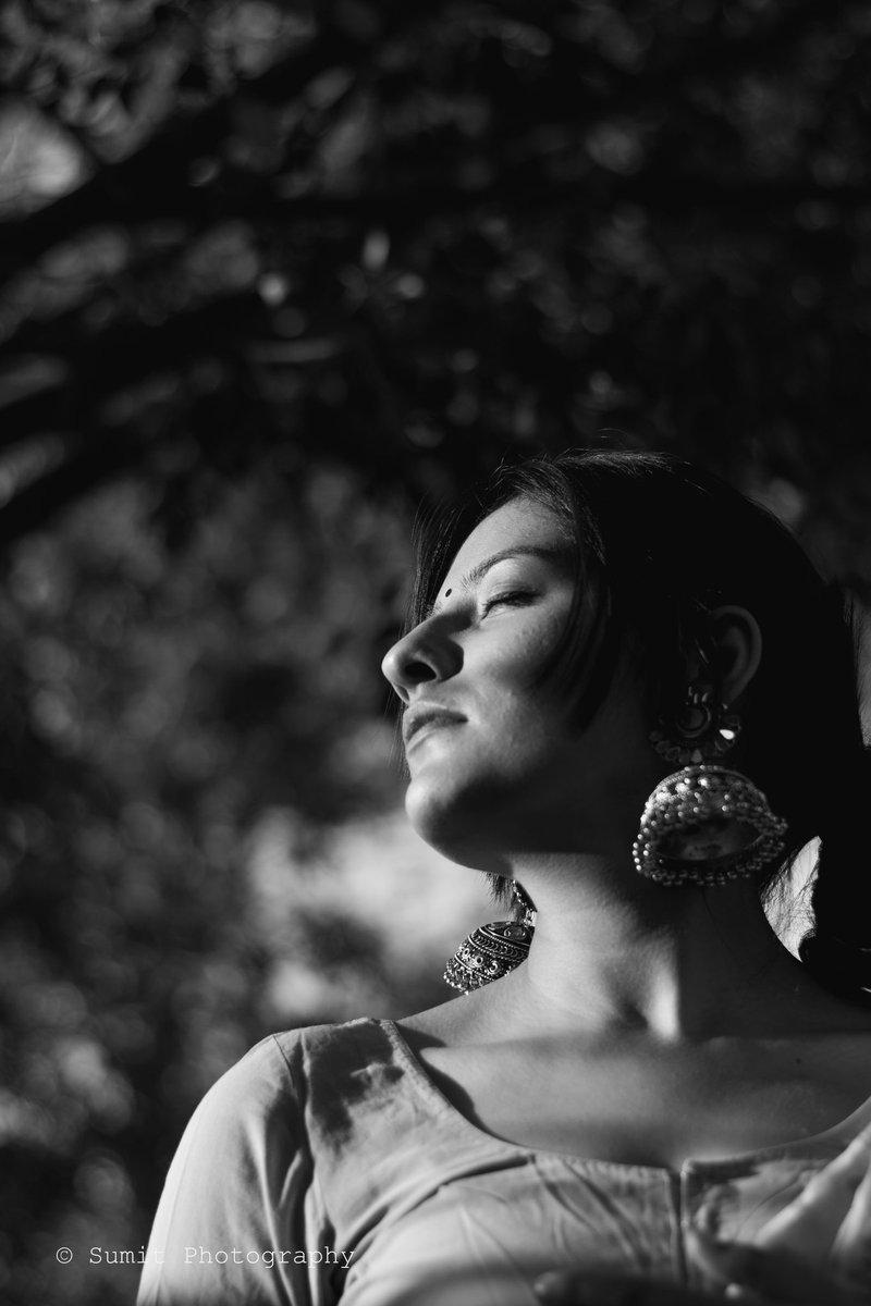Portrait !!  #Sumitphotography #nature #blackandwhitephotography #blackandwhite #portrait #portraitphotography #jaipur #IncredibleIndia #saari #model #fashion