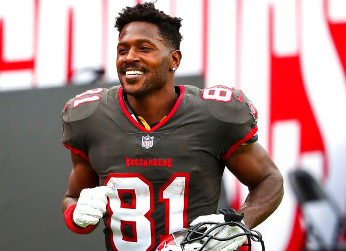 Em 2010, o Pittsburgh Steelers draftava na posição 195 o WR Antonio Brown. Do carisma a polêmica e controvérsia, Brown é 7x Pro Bowler e conquistou seu 1o Super Bowl em 2021 por Tampa.  Faltam 195 dias para a nova season da #NFL!  #nflnaespn #nflbrasil #NFLTwitter #nflfoxsports