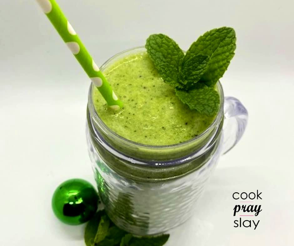 March is right around the corner! You know what that means, it's Shamrock Shake season. Give this Healthy Shamrock Shake a try!☘☘ #smoothie #healthy  GET THE RECIPE: https://t.co/abR8p7BToL https://t.co/z7mSOeH6pn