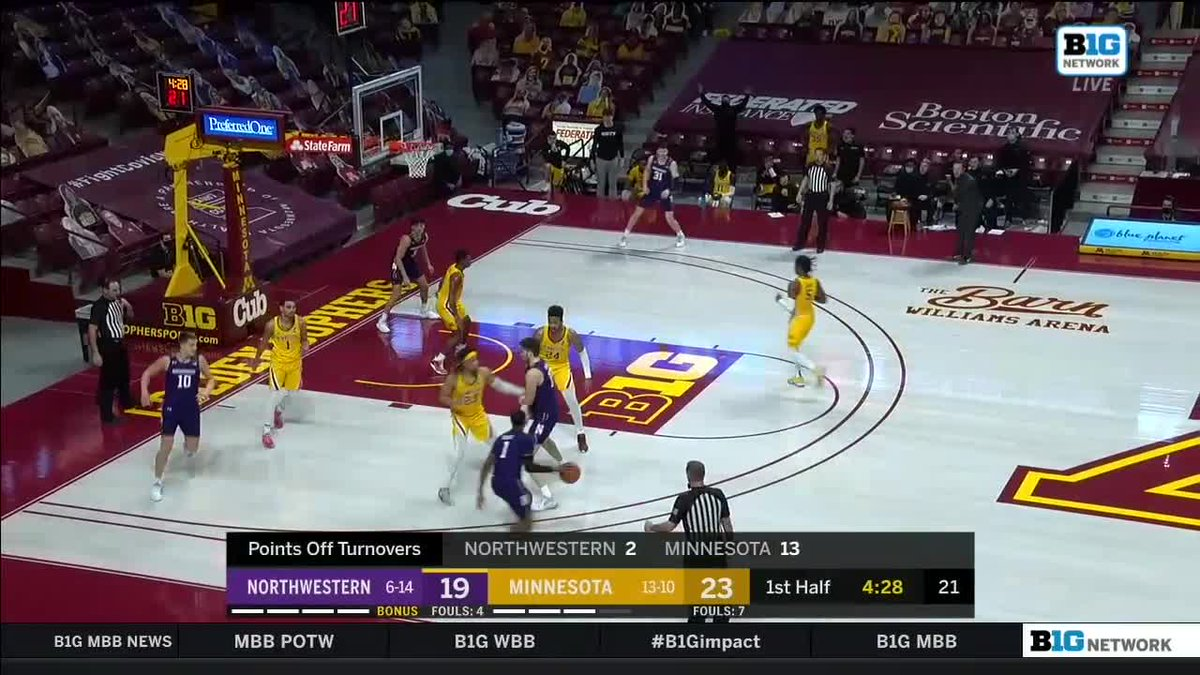 Replying to @MinnesotaOnBTN: This pass 😍  JMJ can score and dish for @GopherMBB: