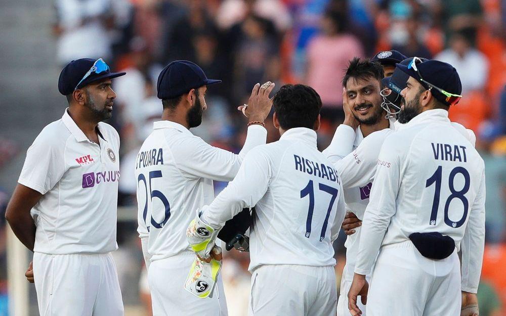...के साथ ही @ImIshant द्वारा 100 टेस्ट मैच खेलने का रिकॉर्ड इस मैच में बनाए जाने पर देश गौरान्वित है । 2/2