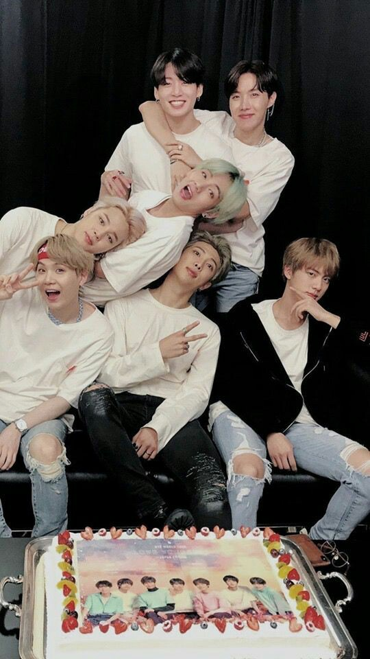 #WeLoveYouBTS #love #ARMY  Continue to do what makes you happy😊We'll always be there for you to give you love and support💜