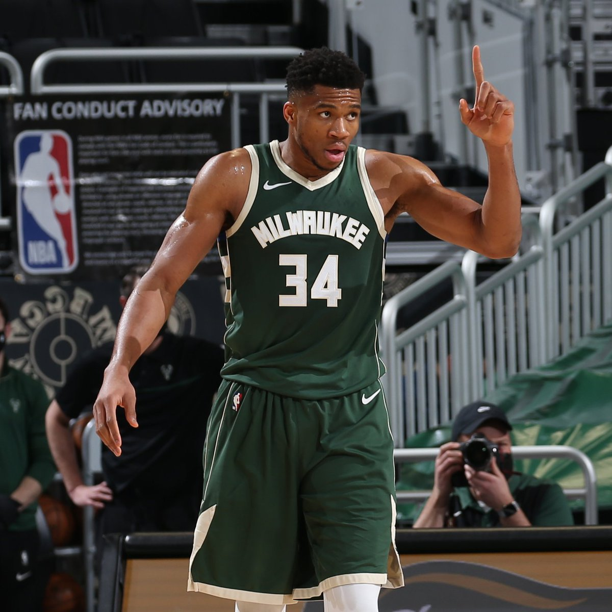 35+PTS in 3 straight games for Giannis:  38 PTS, 18 REB 37 PTS, 8 REB, 8 AST 38 PTS, 10 REB  @Giannis_An34 x #NBAAllStar