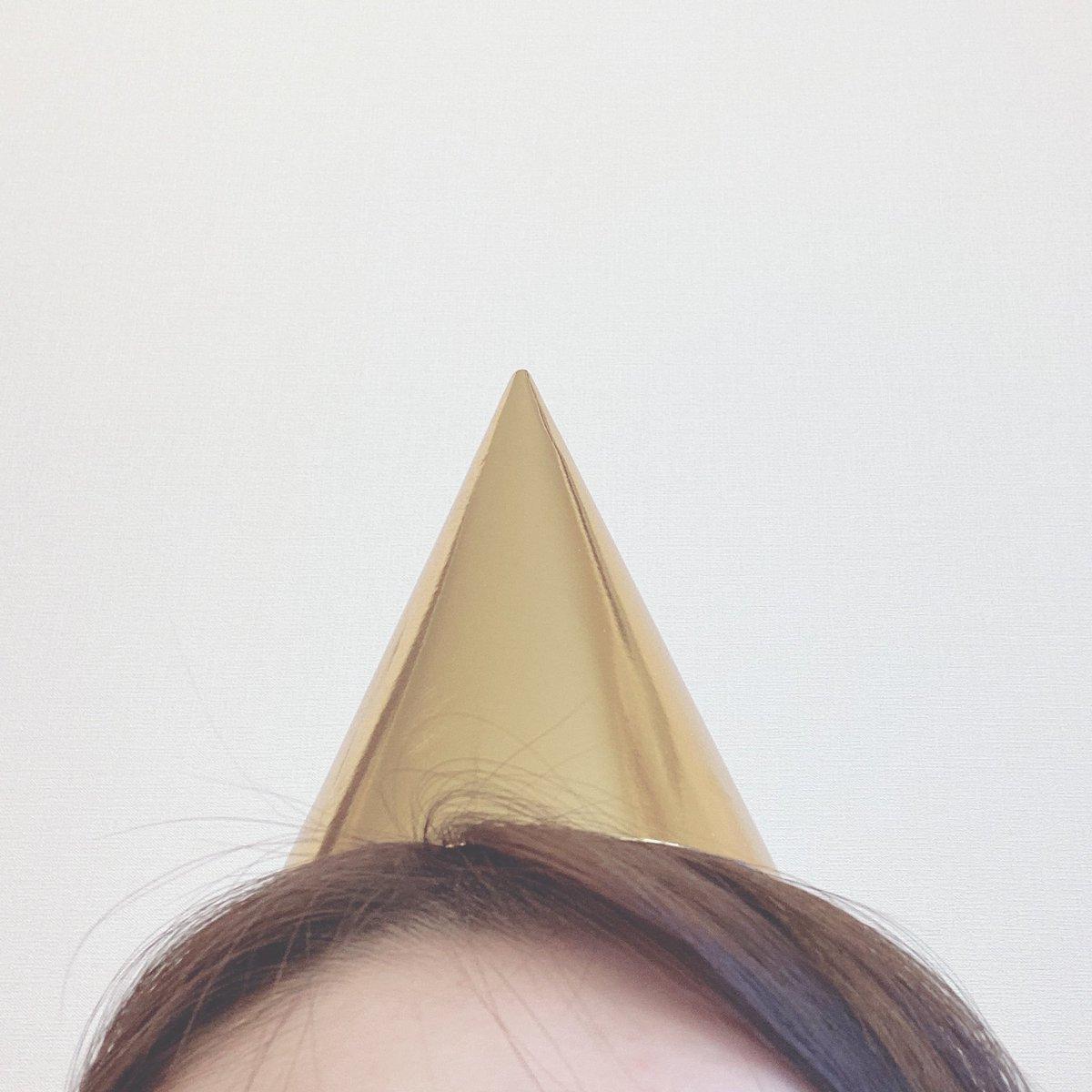 愉快な帽子をかぶって明日のYouTube生配信の準備をしています