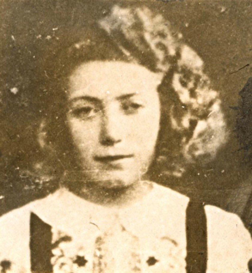 27 February 1927 | A French Jewish girl, Helene Aronowicz, was born in Paris.   In September 1942 she was deported to #Auschwitz and murdered in a gas chamber.