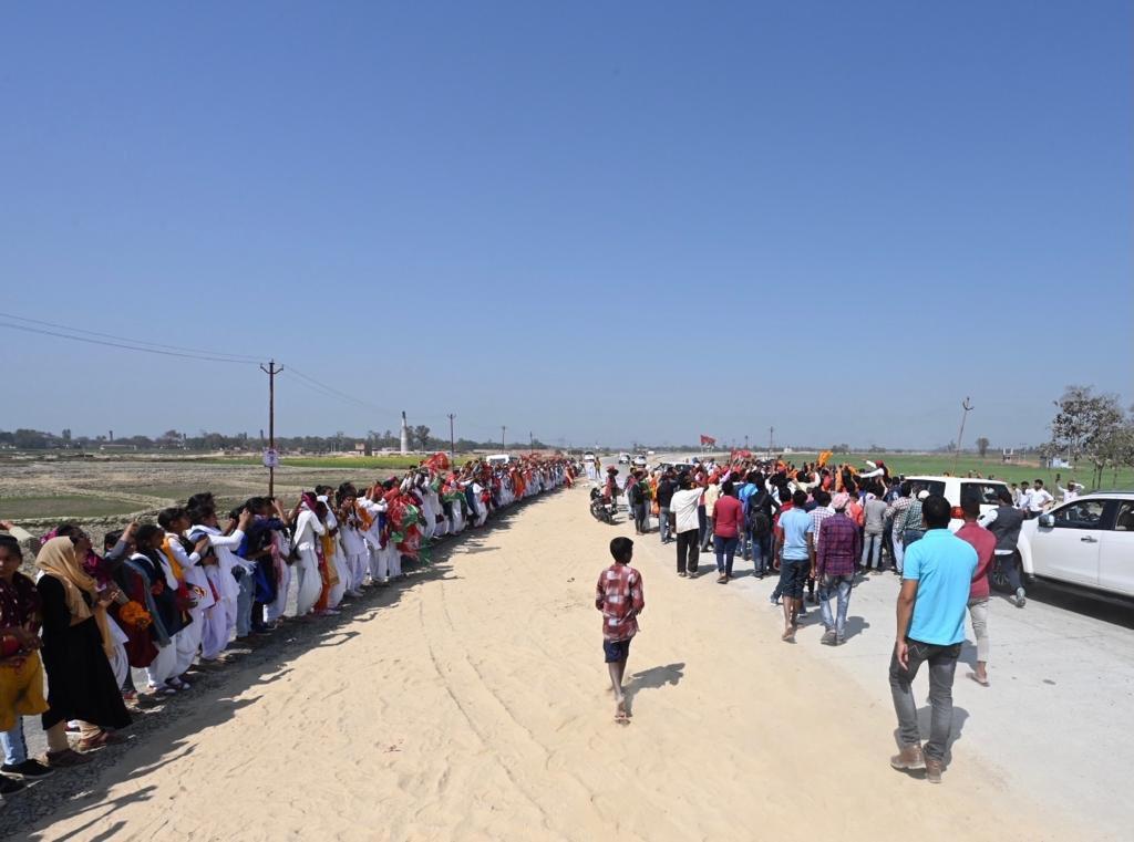 पेट्रोल पहुँचा सौ पर और सिलेंडर हज़ार  फ़िर भी कहती 'सरकार' सब है गुलज़ार   बहुत हुई महंगाई की मार अबकी बार भाजपा बाहर