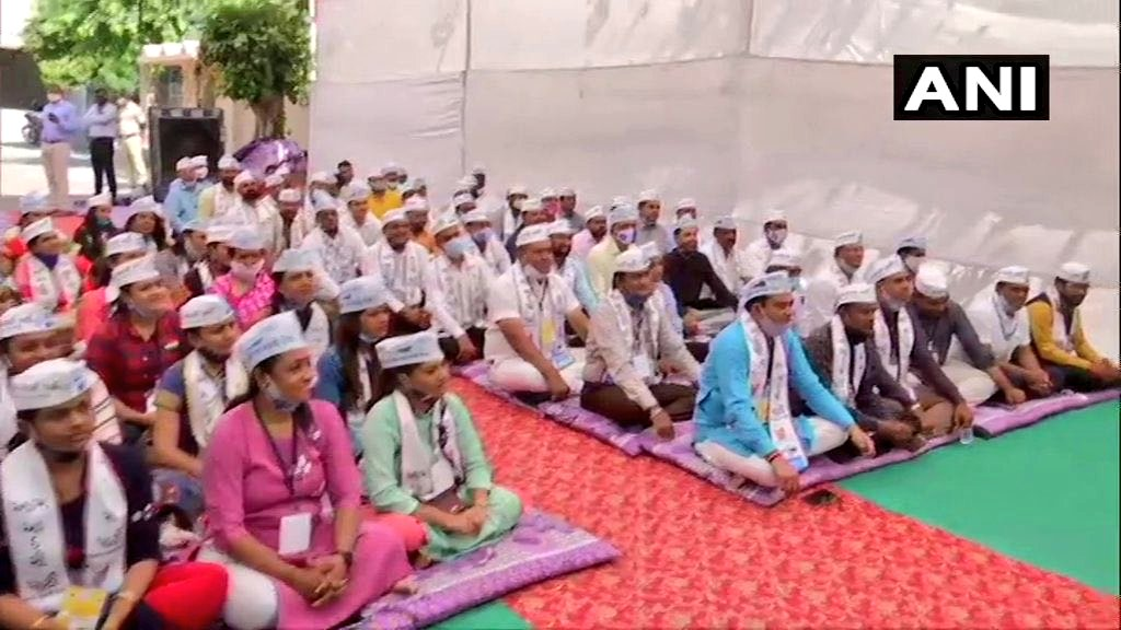 .@ArvindKejriwal meet Elected councillors and other candidates of Gujrat  #GujaratMaKejriwal #GujaratMaKejriwal