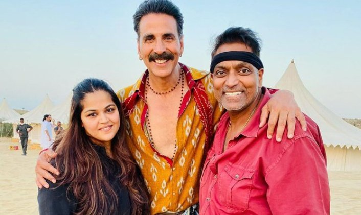 Megaster @akshaykumar clicked with #GaneshAcharya and his daughter on the sets of #BachchanPandey in Jaisalmer.