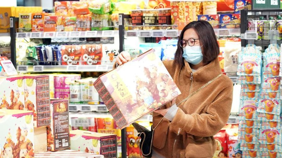 Sharp increase in #China's retail sales volume during #ChineseNewYear week indicates China has become not only a linchpin of global #supplychain but also a linchpin of global consumers spending, said Khairy Tourk, prof. of economics at Illinois Institute of Technology in Chicago.