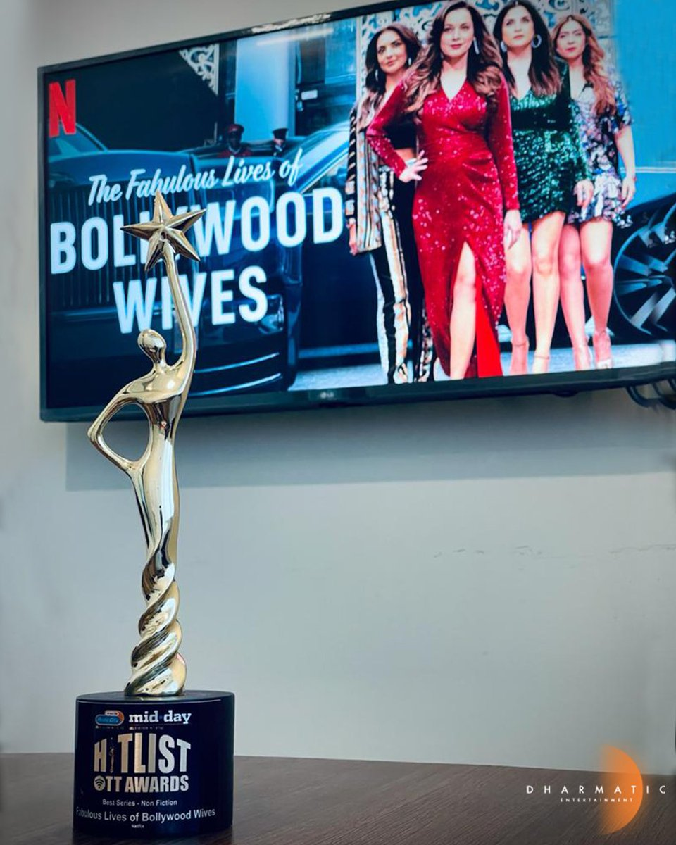 First award for our first non-fiction series! Congratulations to the fabulous ladies & the entire team of #FabulousLives for Best Series - Non Fiction Award at #HitlistOTTAwards by @mid_day & @radiocityindia!  @karanjohar @maheepkapoor @neelamkothari @seemakkhan @bhavanapandey
