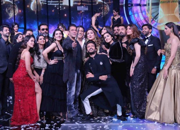 Megastar #SalmanKhan...always the centre of attraction... #SalmanOnIPML #SalmanKhan
