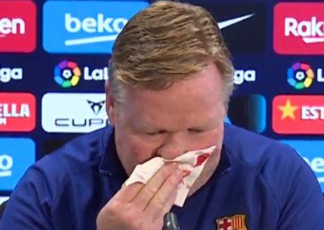 Barcellona, paura Koeman: sangue dal naso e conferenza stampa interrotta (FOTO)