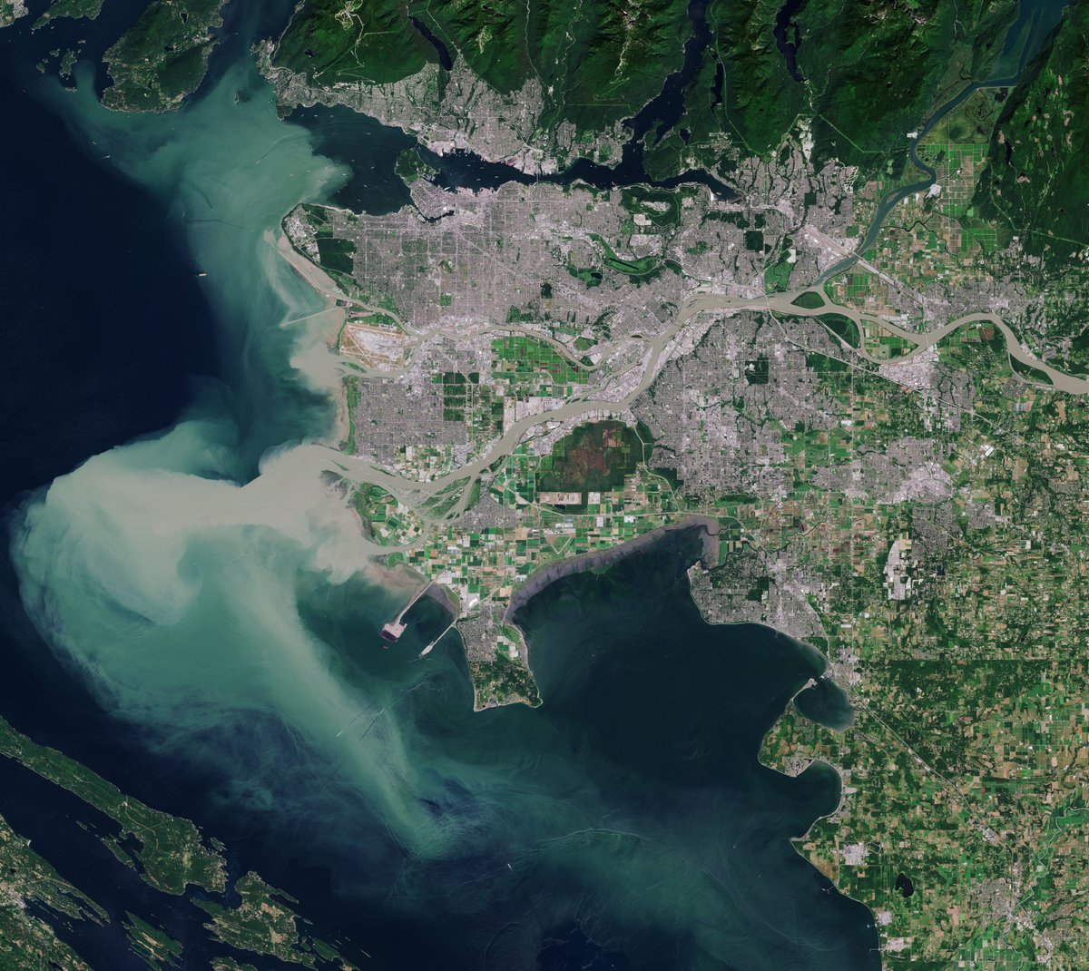 📷 #Vancouver, third largest city in #Canada, seen from space, in this @CopernicusEU #Sentinel2 image. Zoom in at the link to see in full 10 m resolution 👉