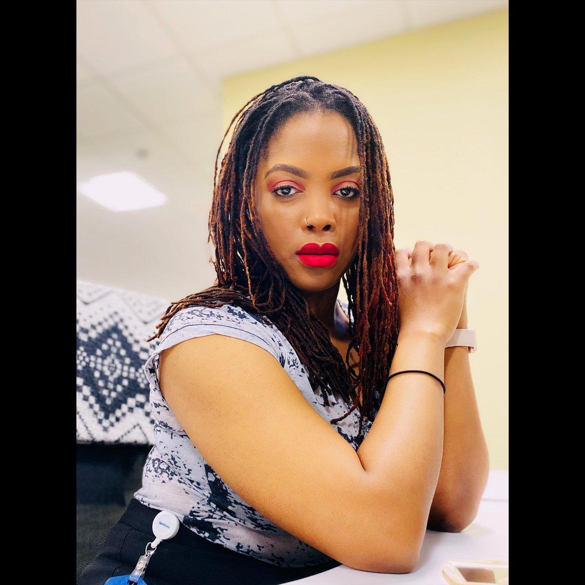 It's Friday, let's make the best of it!✨💋 #melanin #melaninpoppin #beauty #mua #blackhistorymonth #blackgirlmagic #blackexcellence #motivation #friday #weekend #vibes #stl #pretty #makeup #lipstick #matte #wetnwild #beautiful #gorgeous