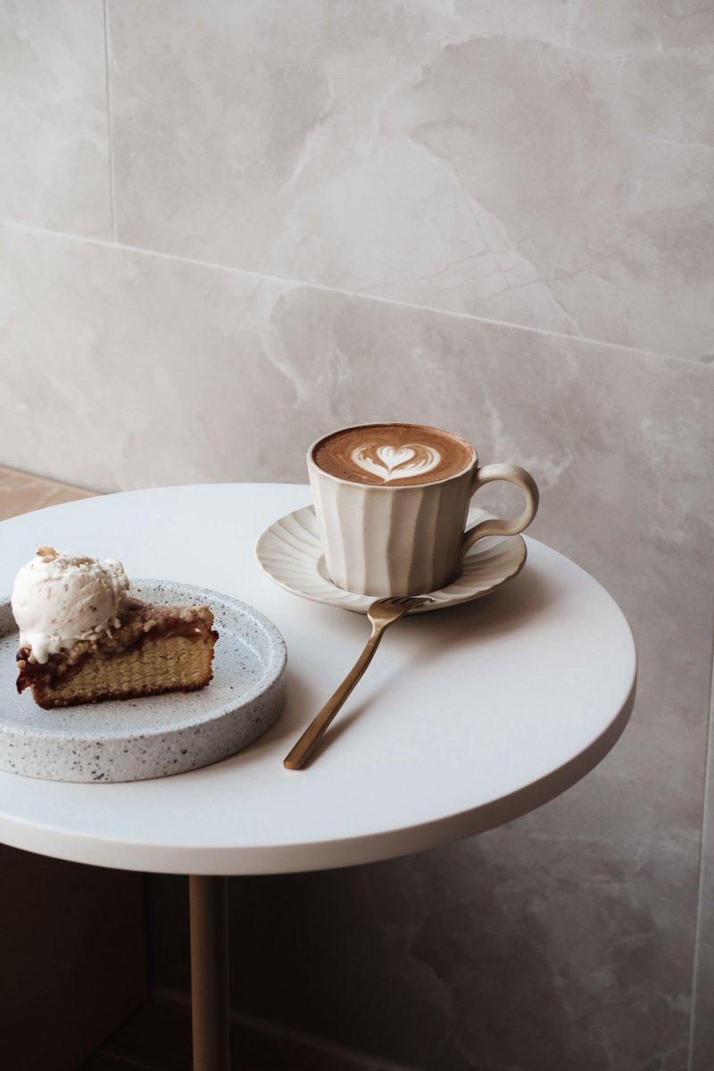 Lovely, coffee and cake. 🤩 #cake #Desert #Coffee #coffeetime #CoffeeLover #cakeandcoffee #sweet #mikeybirt #coffeebreak