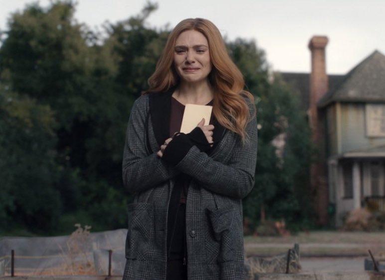 """Me surgen varías dudas, pero la que no me va a dejar dormir es ¿si Wanda era una bruja desde antes y la gema solo potenció sus poderes, por qué pietro también tiene poderes? Verdaderamente son mutantes? No voy a poder esperar al viernes para tener respuestas 😢"""" #WandaVision"""