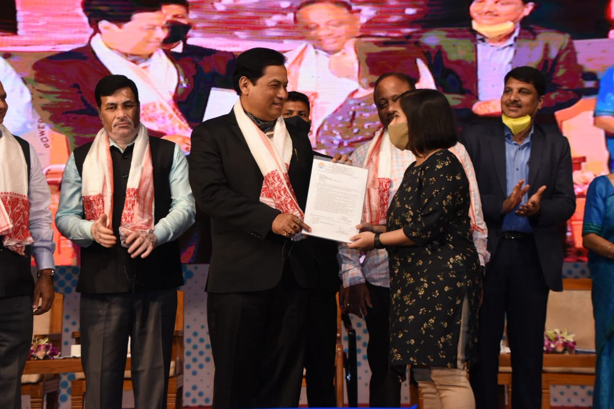 CM Shri @sarbanandsonwal ceremonially distributed appointment letters to 737 AMs/JMs & AAOs of APDCL, AEGCL & APGCL in Guwahati. Minister Shri @ParimalSuklaba1 and other dignitaries were present. MP Shri @drrajdeeproy, Deputy Speaker Shri @AminulHaqueLskr joined virtually.