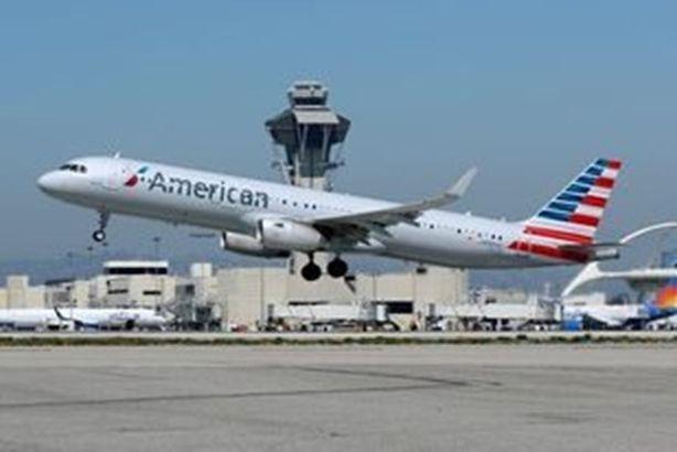 """جسم غامض"""" يهدد طائرة أمريكية.. ومكتب التحقيقات الفيدرالي يحقق"""