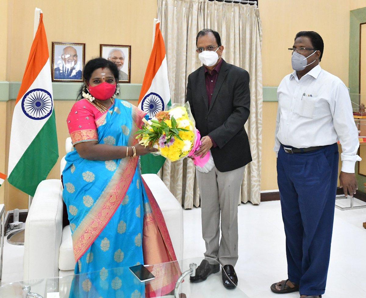 Sri Narendra, CGM, BSNL Telangana called on Hon'ble Governor of #Telangana Dr.Tamilisai Soundararajan today  at #RajBhavan Hyderabad.