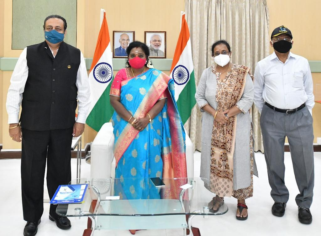 Members of Hyderabad Management Association called on  Hon'ble  Governor of Telangana Dr.Tamilisai Soundararajan today at #Rajbhavan #Hyderabad