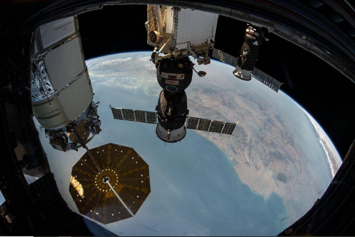 Belle photo de famille des véhicules capables de rejoindre l'ISS (il manque juste Crew Dragon qui est de l'autre côté) avec #Cygnus, #Soyouz et #Progress, au-dessus du Golfe du Bengale !