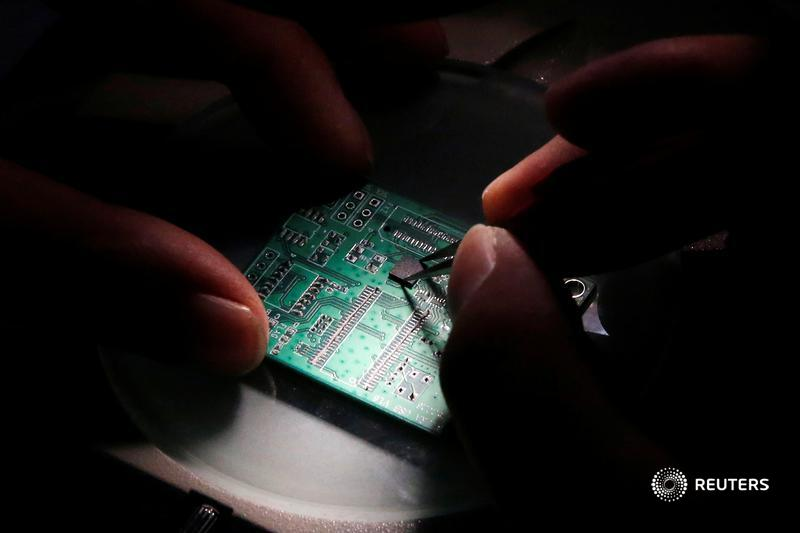 Europe is worried about its semiconductor shortcomings. Yet building a new chip factory, known in the industry as a fab, risks putting the technological cart before the horse, writes @LiamWardProud: https://t.co/ABZq9BdopN https://t.co/gKYzWdDBgd