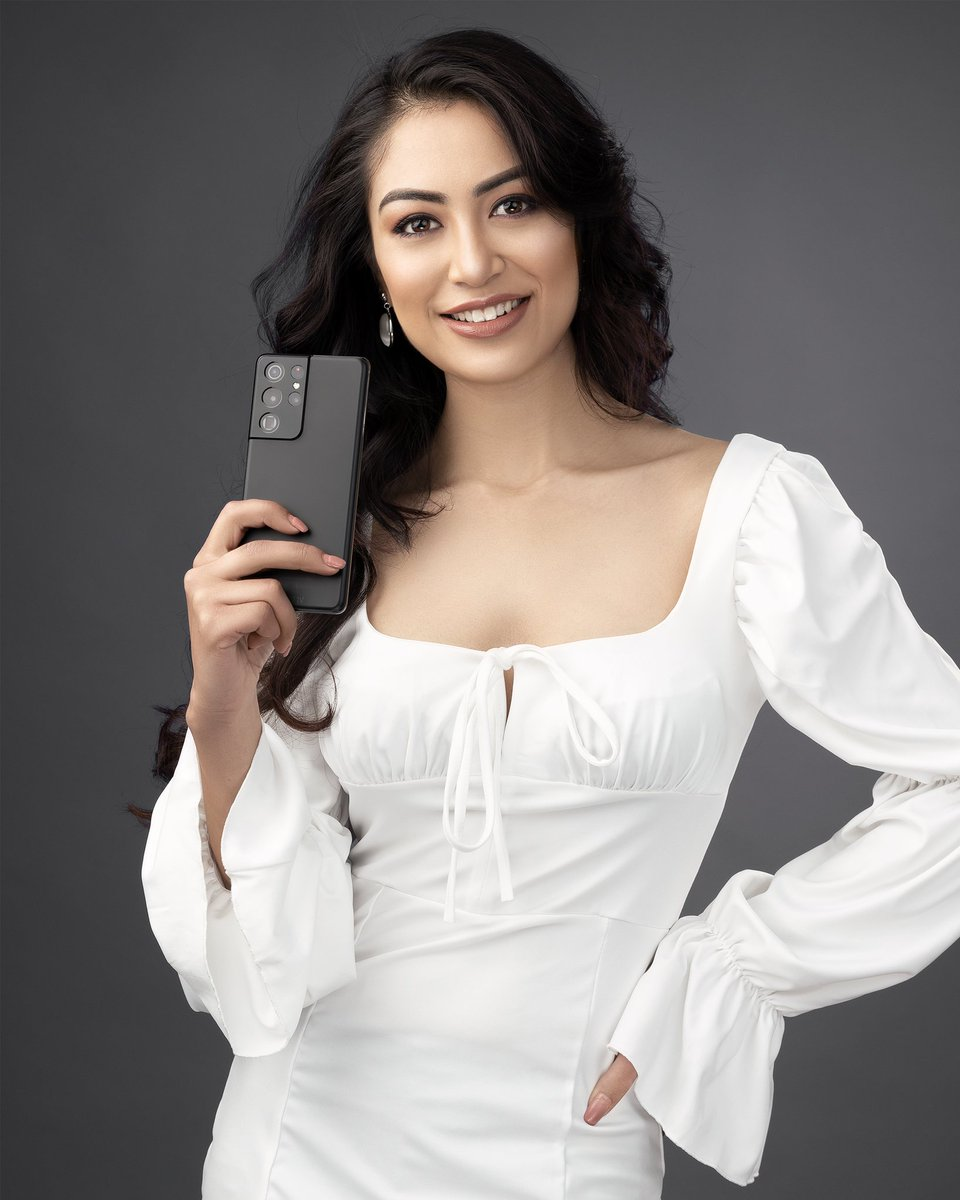 Namrata Shrestha striking an epic pose with the all new #GalaxyS21Ultra 5G. A revolutionary design with a powerful camera, fastest chip, strongest glass, 5G and an all-day battery. #Samsung